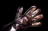 Handskas varligt med epoxi