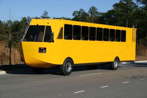 Också husbilar och bussar byggs i amfibieformat.