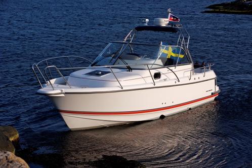 Nimbus 27 Nova S är en sportig familjebåt.