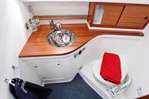 Toalettutrymme på Nimbus 27 Nova S.