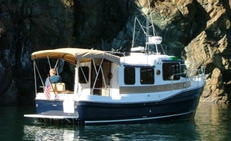 Ranger Tug 25 är en halvplanande bruksbåt.