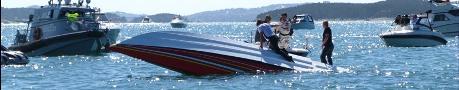 Offshorebåt voltade under tävling
