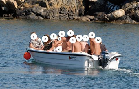 12 i båten, en flytväst - foto Åke Fredriksson