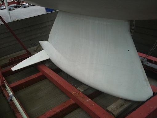 R-regeln begränsar djupgåendet för båtarna och vingar skapades för att kompensera detta.