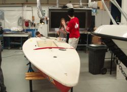 Lasern renoveras av elever på Marina Läroverket - auktioneras ut av hamnen.se