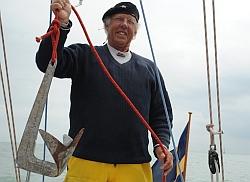 Hamnens krönikör Erling Matz med sitt ankare