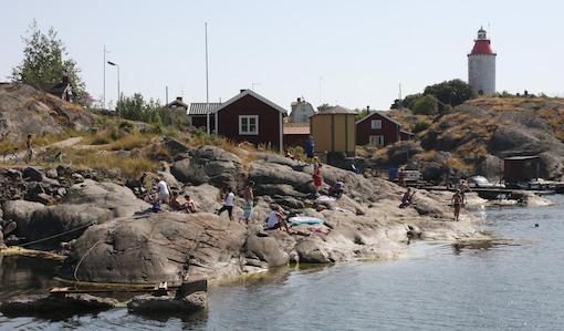 Landsort får bättre hamn och boende.