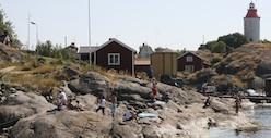 Landsort med Sveriges äldsta fyr renoveras.