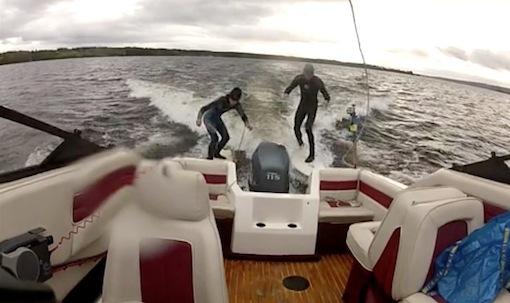 Surfa efter båten utan förare med förlängt dödmansgrepp.