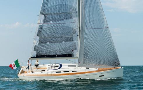 Italia 1398 vinnare i European Yacht of the Year 2013 Lyxklassen