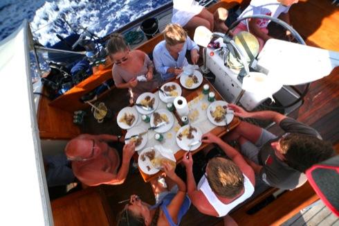 Pinnekött äter man när det är stiltje på en norsk båt