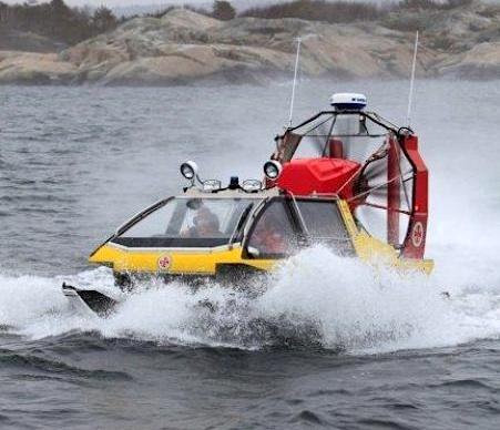 Sjöräddningen kör hydrokopter.
