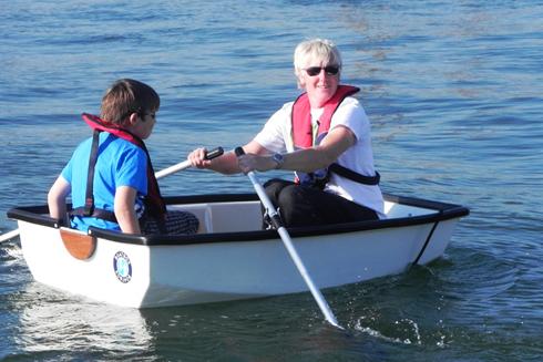 Den lilla roddbåten kan också bli takbox!