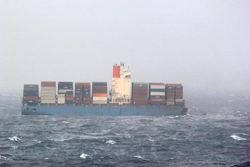 Lastfartyg sjunker