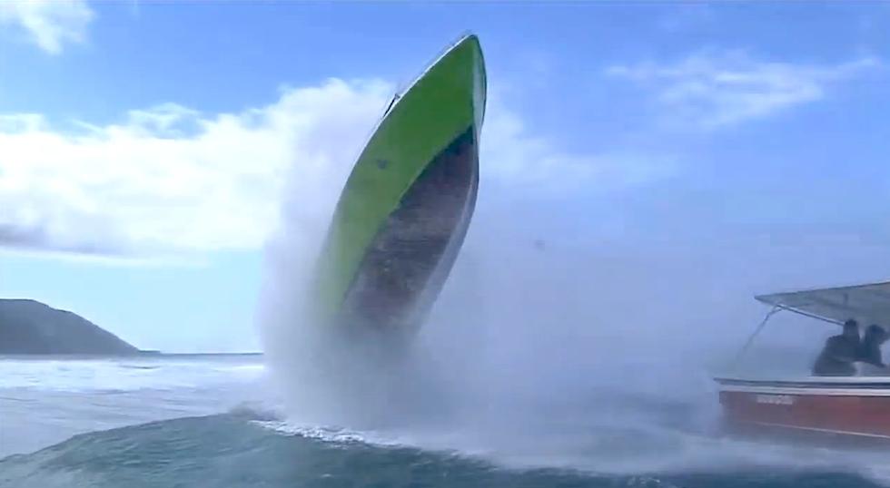 Spektakulart_2014_Surffotografer_i_trubbel_Stegrande_boat