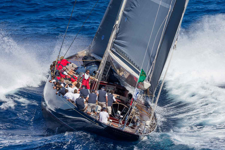 racing_bankappsegling_2014_J-Class_Porto_Cervo_Ingang_J-Class_puff