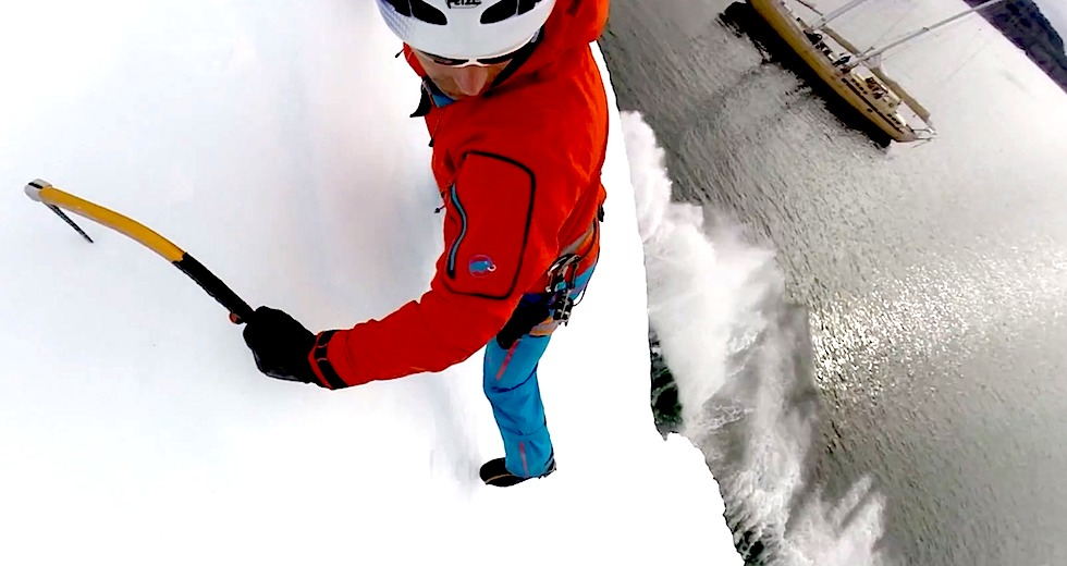 bloggare_adrenalin_2014_Climbing_icebergs_Boat_background