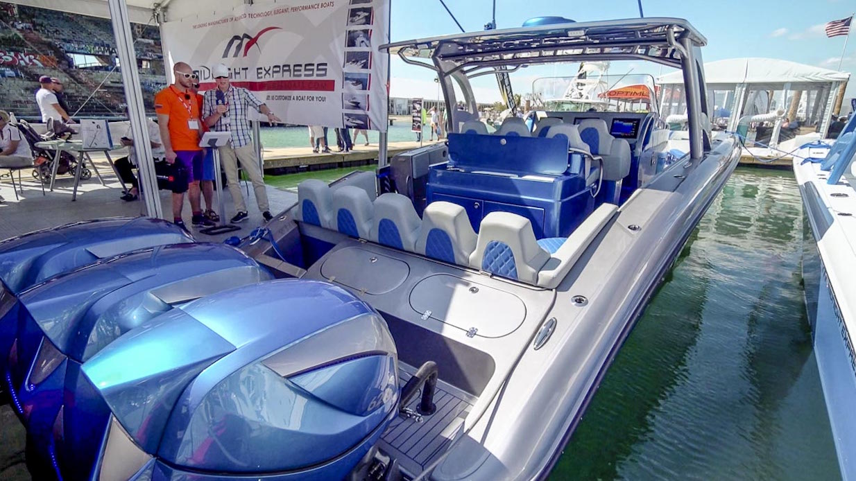 Reportage_2016_Miami_drone_Miami_Boat_Show_motorboats