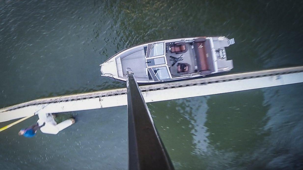 Killing a Buster boat del 1