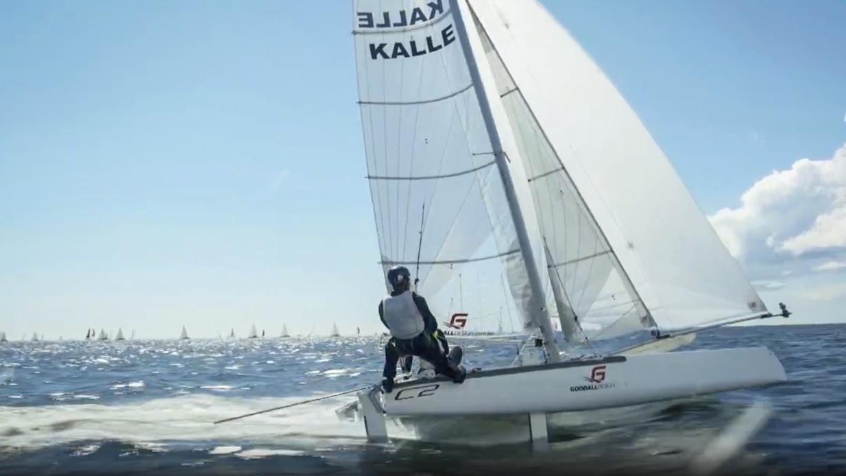 Kalle seglar F18