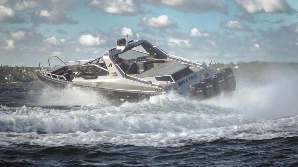 Anytec 1221 - första gångbilderna på Foppas monsterbåt.