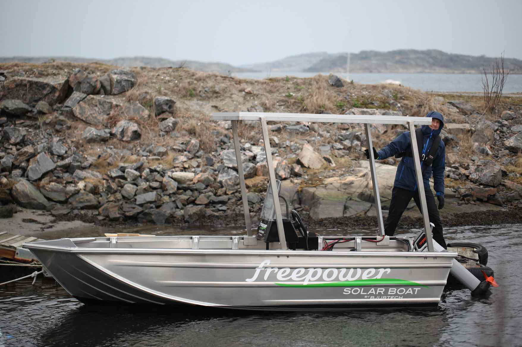 Free power solar boat