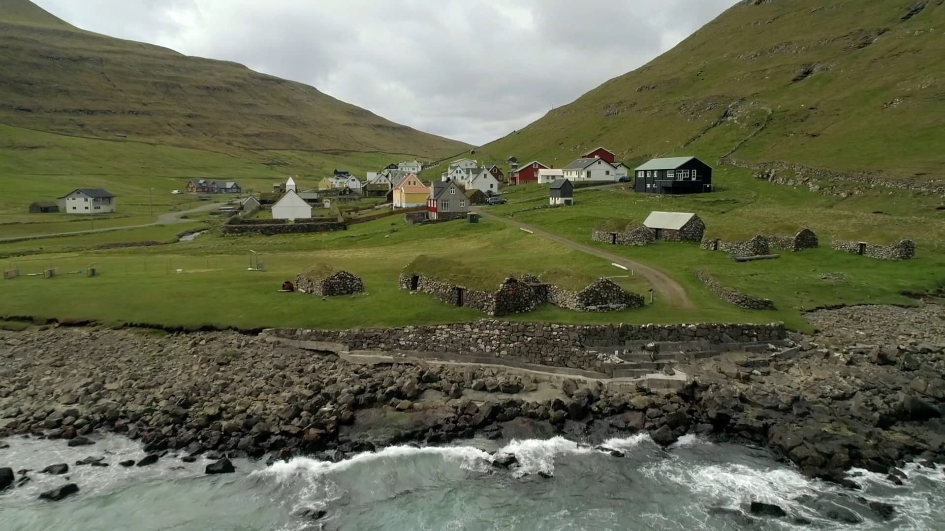 190609 - Upptäcktsresan Färöarna - dag 2 - Effektiv hybriddrift förenklar i hårt väder