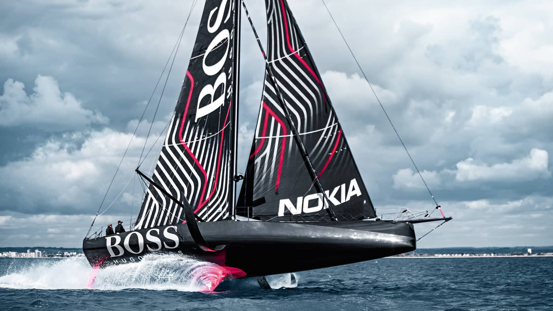 Hugo Boss keeldamage during Transat Jacques Vabre.