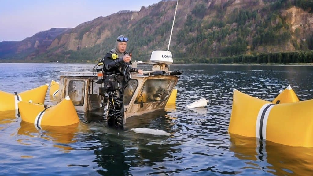 Divers_found_boat