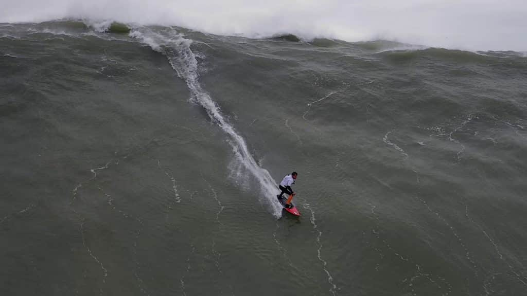 The worlds biggest surfwaves