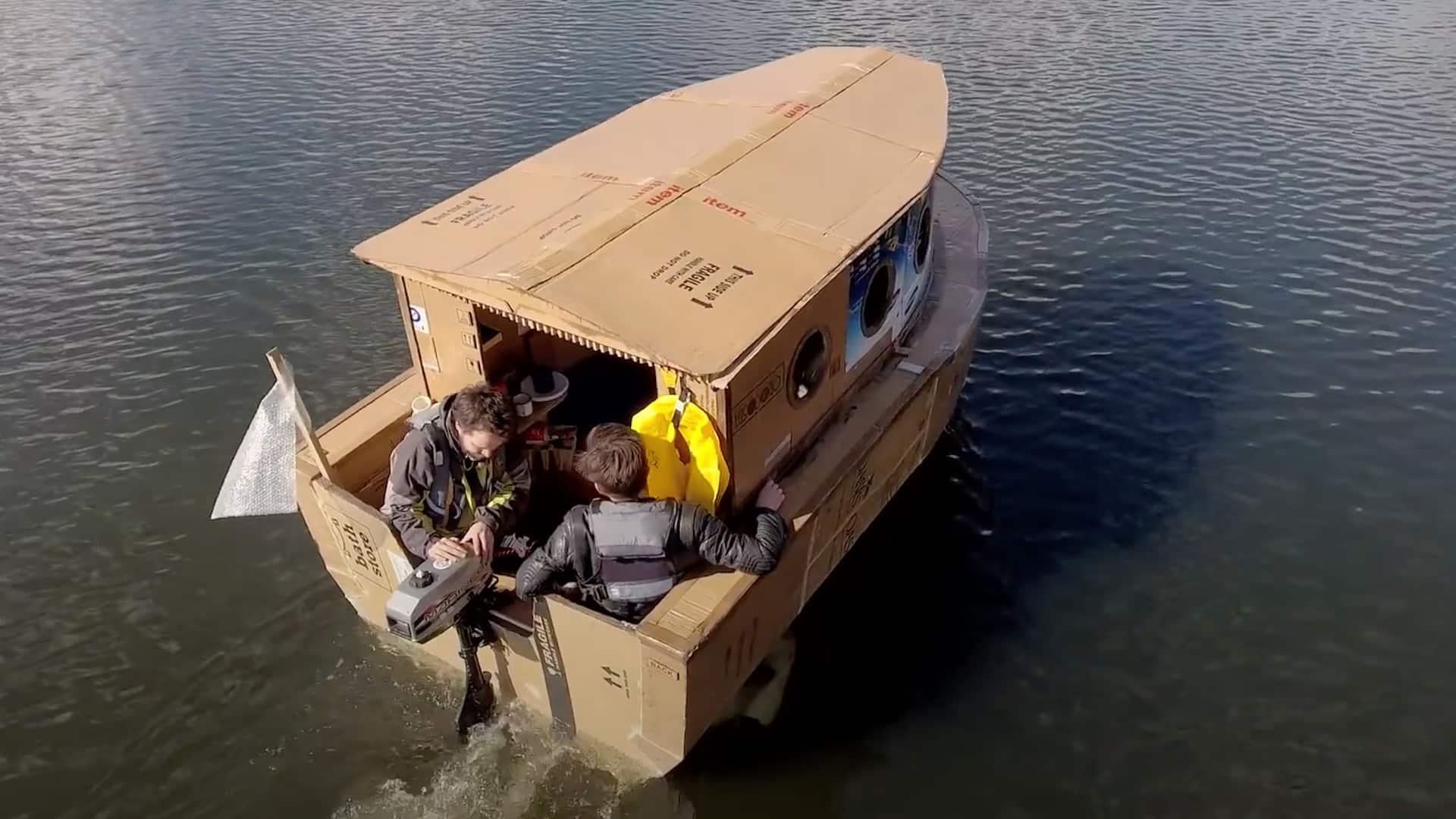 Båt av wellpapp