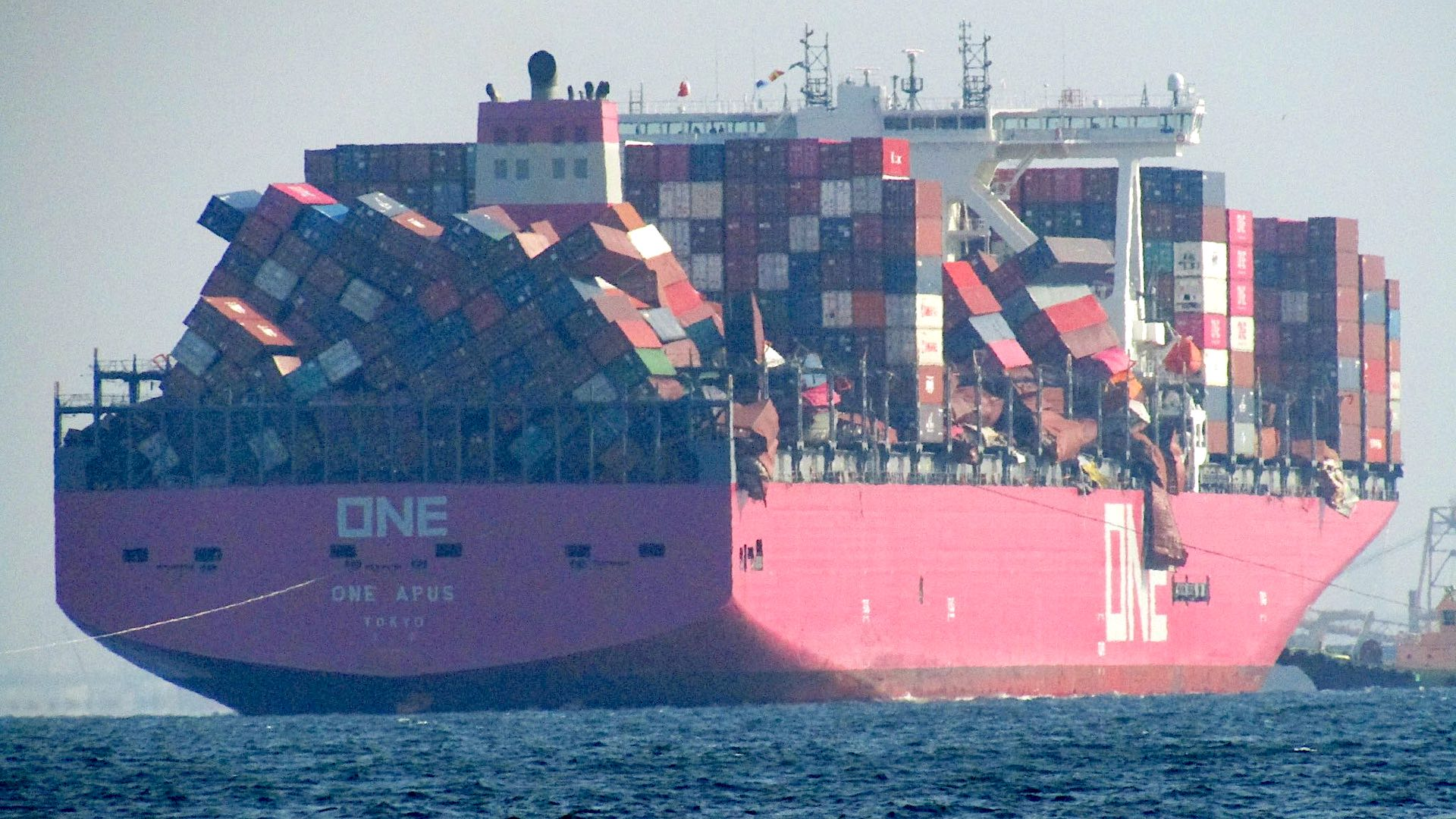 One Apus loosing containers 1
