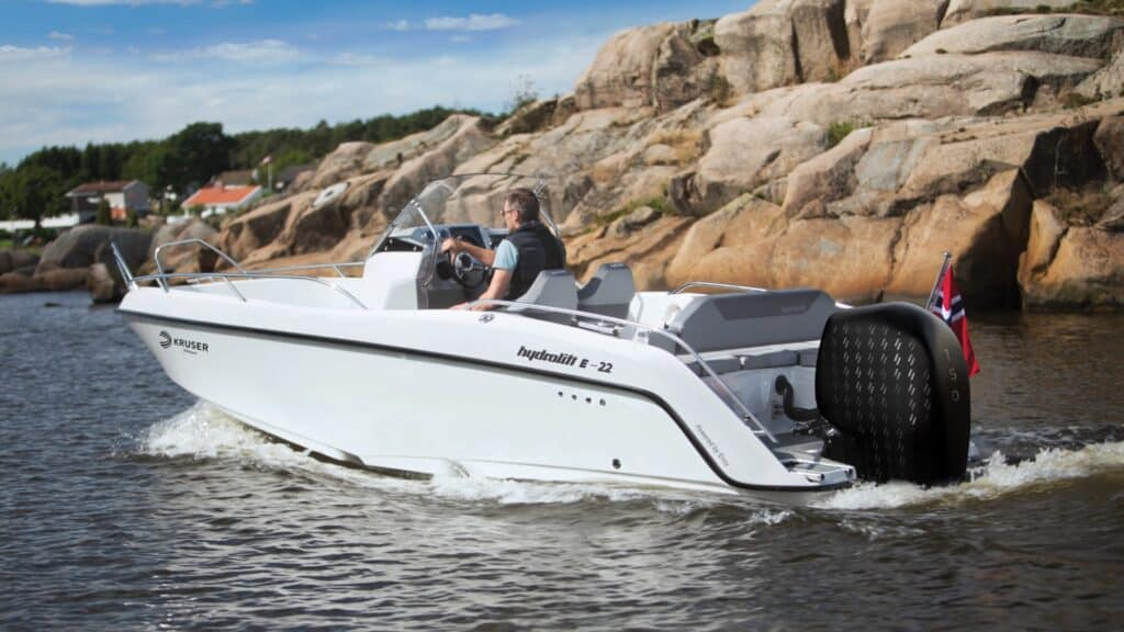 Hydrolift E-22 Evoy electric outboard
