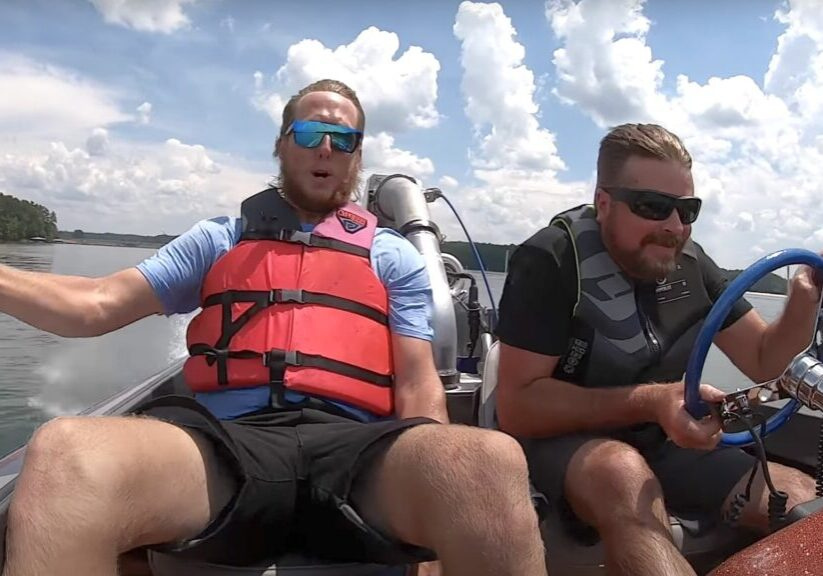 Drag racing jet boat