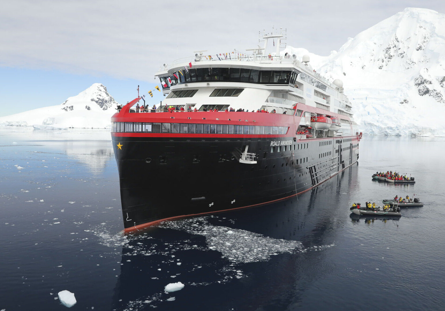 Hybrid ship Roald Amundsen Puff