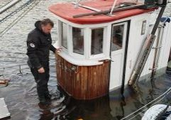 Saving a fishingboat.