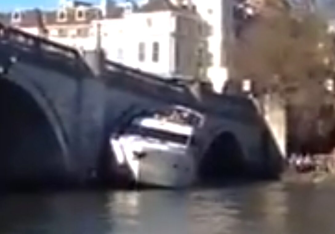 Spektakulart_2014_Brokrasch_Bridge_crash_FB