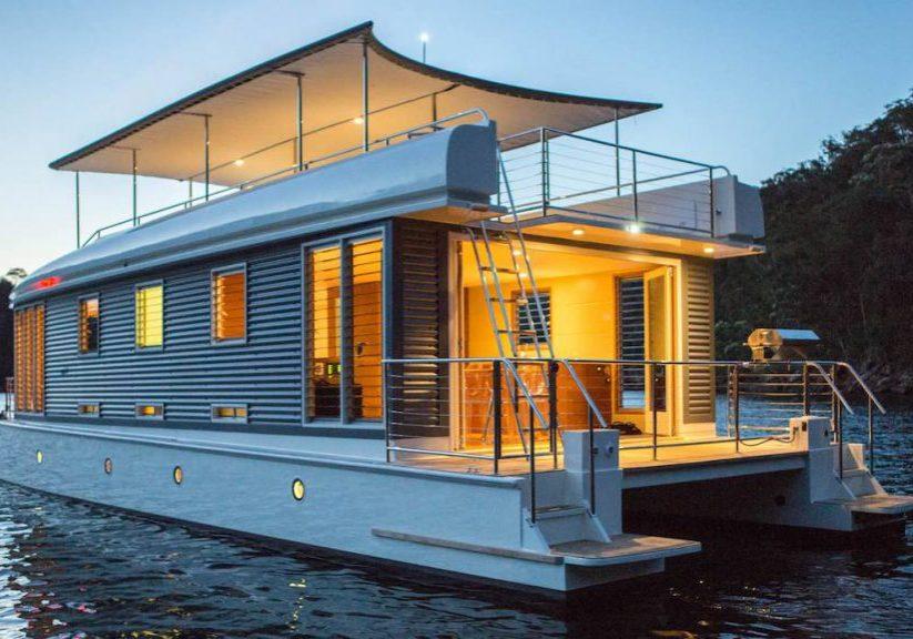 Spektakulart_2019_Houseboat_Mothership_houseboat