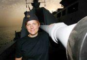 Marinofficer Johanna Skoog skriver om sig själv och pirater