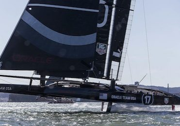 racing_bankappsegling_2013_Americas_Cup_cat-dog-2