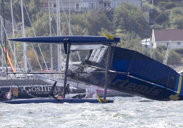 racing_bankappsegling_2015_Americas_Cup_Sverige_Artemis_capsize